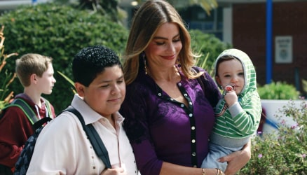 Modern Family Season 5 Mobile Image
